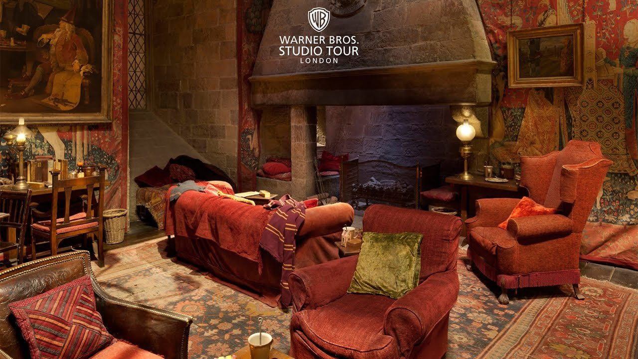 Best The Gryffindor Common Room Set In 360 Degrees Warner With Pictures