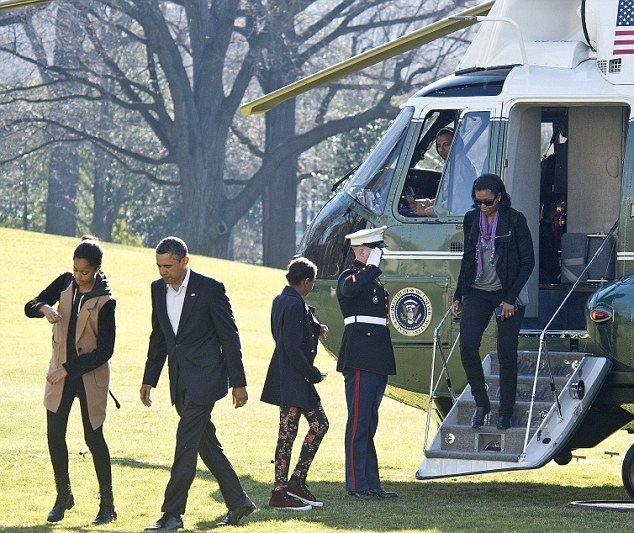 Best Malia And Sasha Obama Photographed By Paparazzi On Hawaiian Beach But White House Stop Them With Pictures