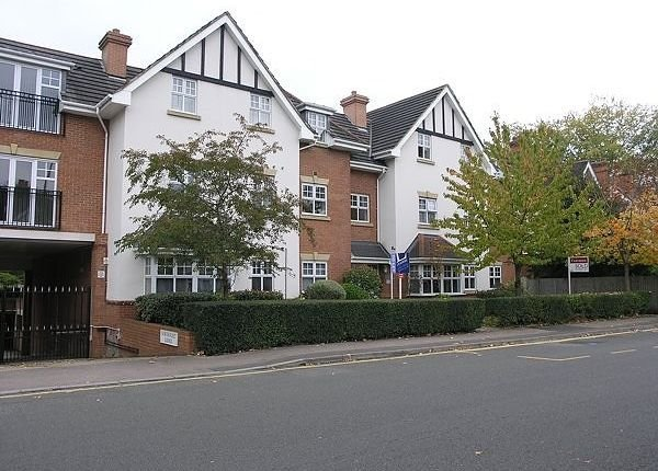 Best 2 Bed Flat To Rent In Claremont Avenue Woking Gu22 With Pictures