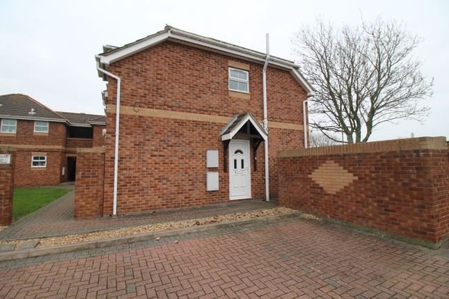 Best 2 Bed Flat To Rent In Crane Close Gosport Po13 42580289 With Pictures