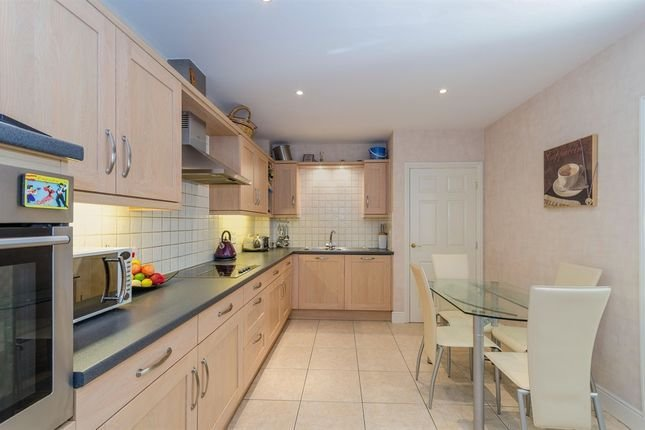 Best Holly Hill Bassett Southampton So16 2 Bedroom Flat For With Pictures