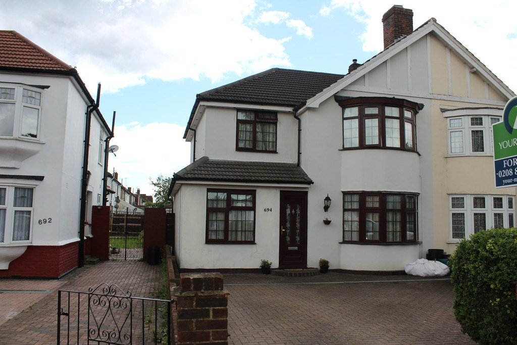 Best 4 Bedroom Semi Detached House For Sale In Hanworth Road Hounslow Tw4 London With Pictures
