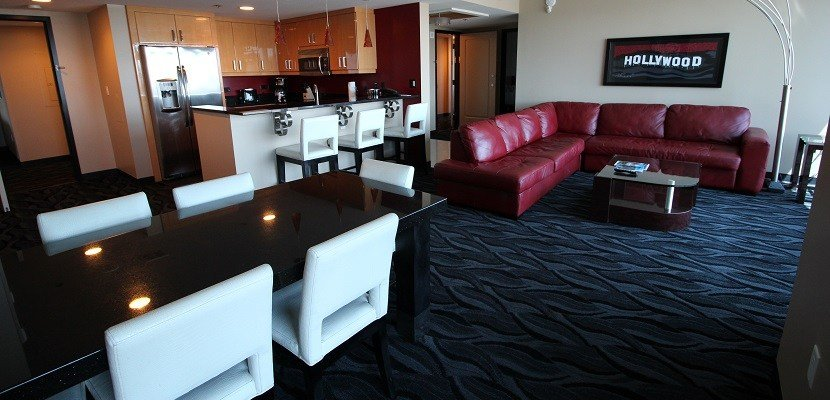Best 6 Roomy Las Vegas Suites You Can Book With Points With Pictures