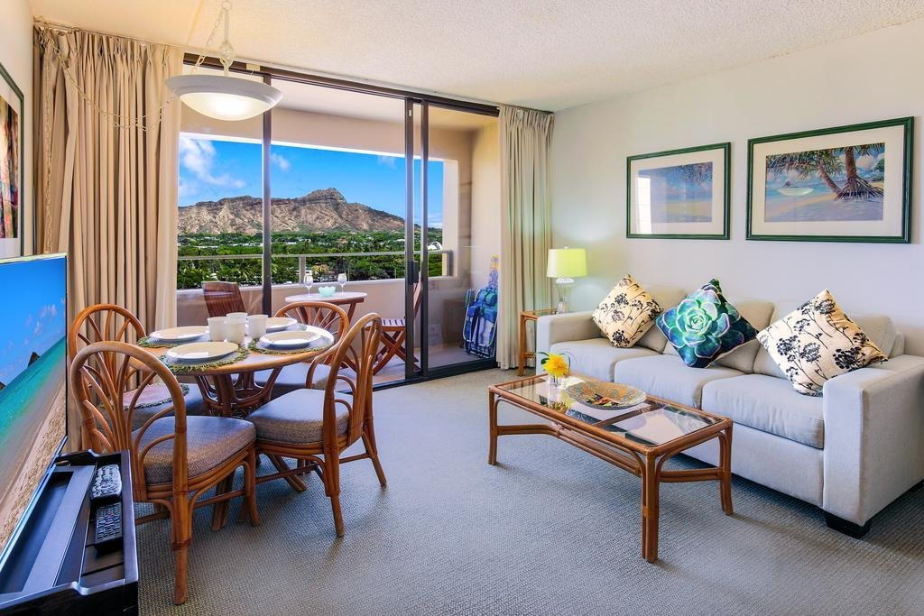 Best 2 Bedroom Apartment Accommodation Waikiki Www Resnooze Com With Pictures