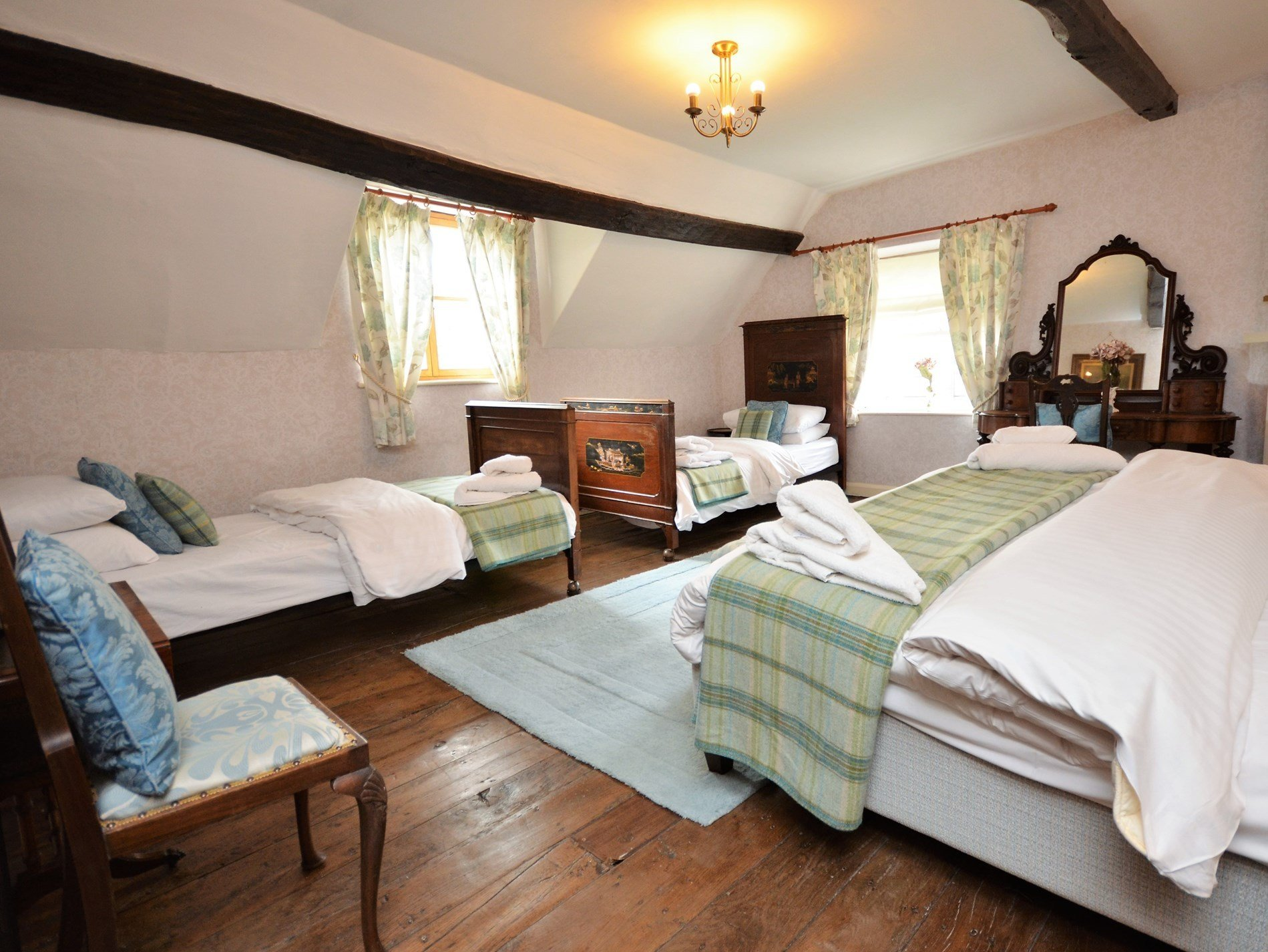 Best 9 Bedroom Cottage In Llanfyllin Dog Friendly Cottage In Llanfyllin Snowdonia North Wales With Pictures
