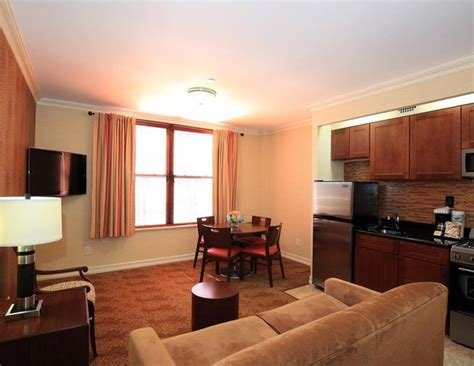 Best One Bedroom Apartment With Two Queen Beds In New York Acomodeo Com With Pictures