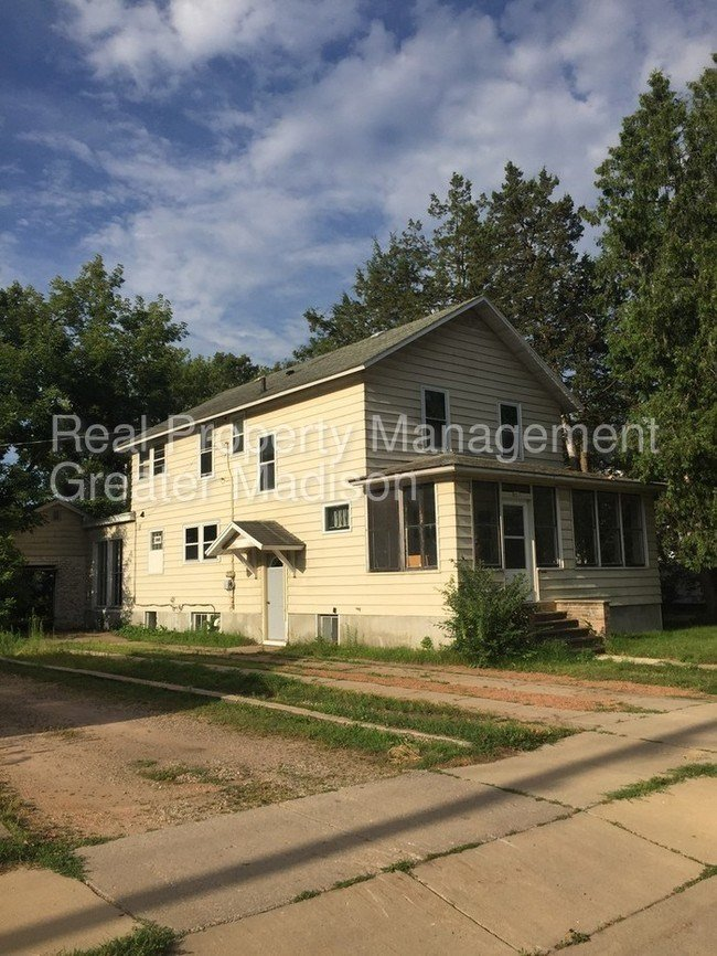 Best 601 Franklin St Stevens Point Wi 54481 House For Rent With Pictures