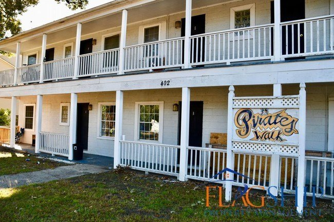 Best One Bedroom Apartment Right Off Ecu Campus Apartment For With Pictures
