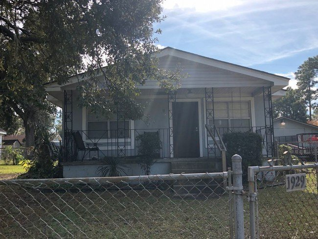 Best 2 Bedroom 1 Bath Single Family Home For Rent House For With Pictures