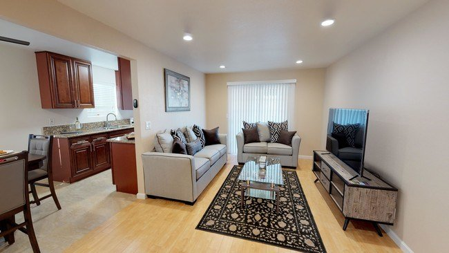 Best Huntington Palace Luxury Apartments Apartments Fresno With Pictures