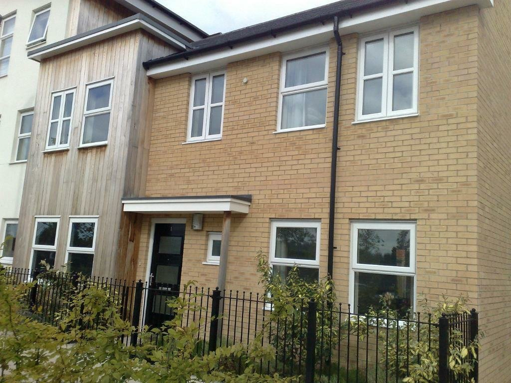 Best 3 Bedroom House 2 Bathroom With Adjacent Parking On With Pictures