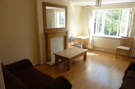 Best Whitegates Coventry 3 Bedroom House To Rent In Bushelton Close Parkside Coventry Cv1 Whitegates With Pictures