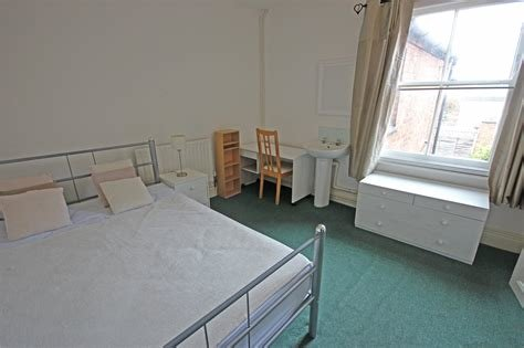 Best Whitegates Leicester 4 Bedroom House To Rent In Tudor Road With Pictures