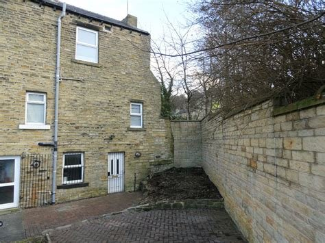 Best Whitegates Huddersfield 2 Bedroom House To Rent In Newsome With Pictures