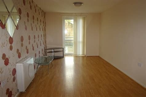 Best Whitegates Bradford 2 Bedroom Flat To Rent In Brackendale With Pictures