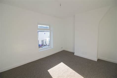 Best Whitegates Walton Vale 2 Bedroom House For Sale In Ealing With Pictures