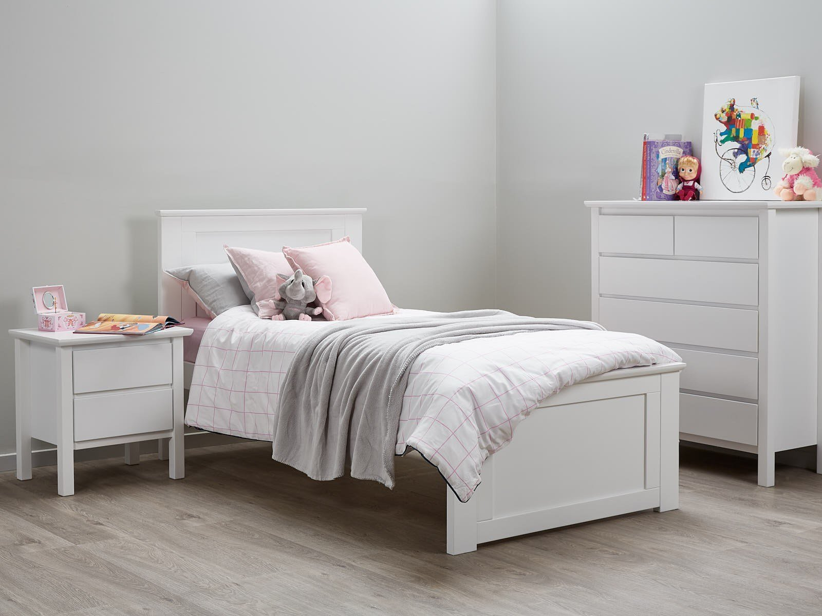 Best White Single Bedroom Suites 50 75 Off Sale Hardwood With Pictures
