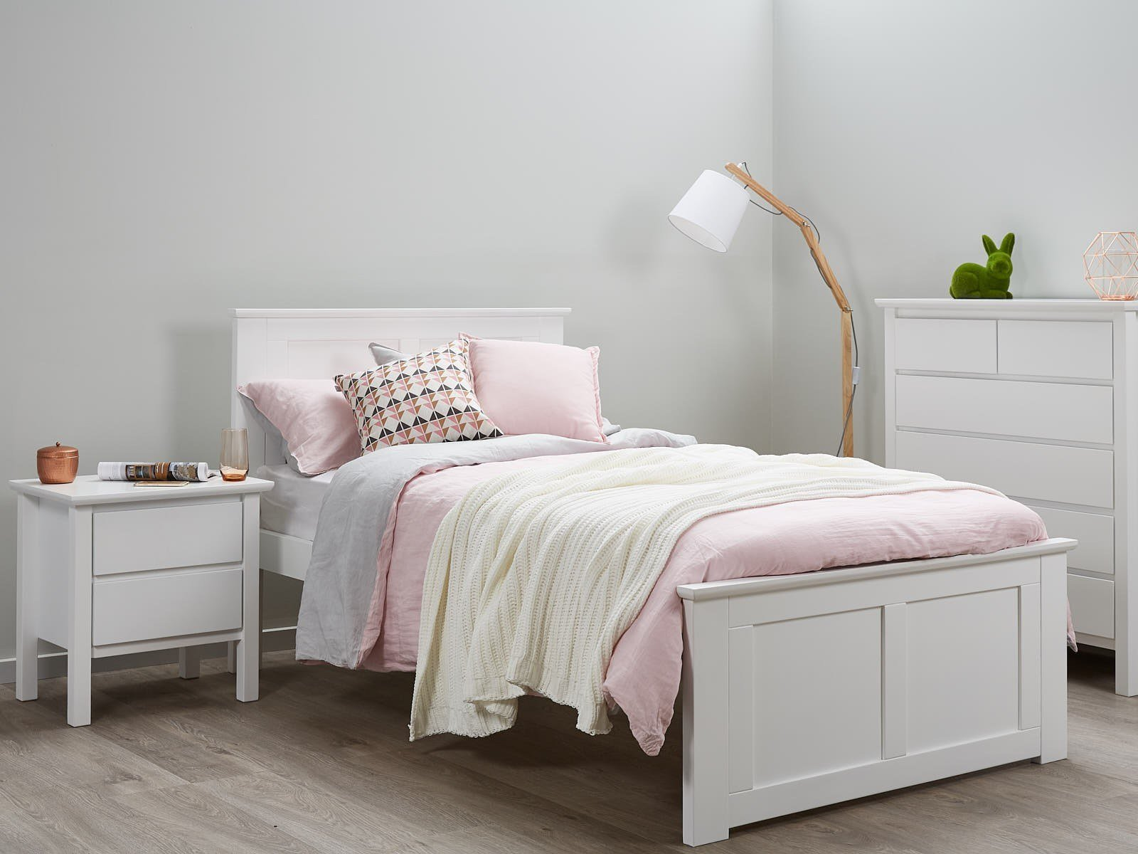 Best White King Single Bedroom Suites 50 75 Off Sale With Pictures