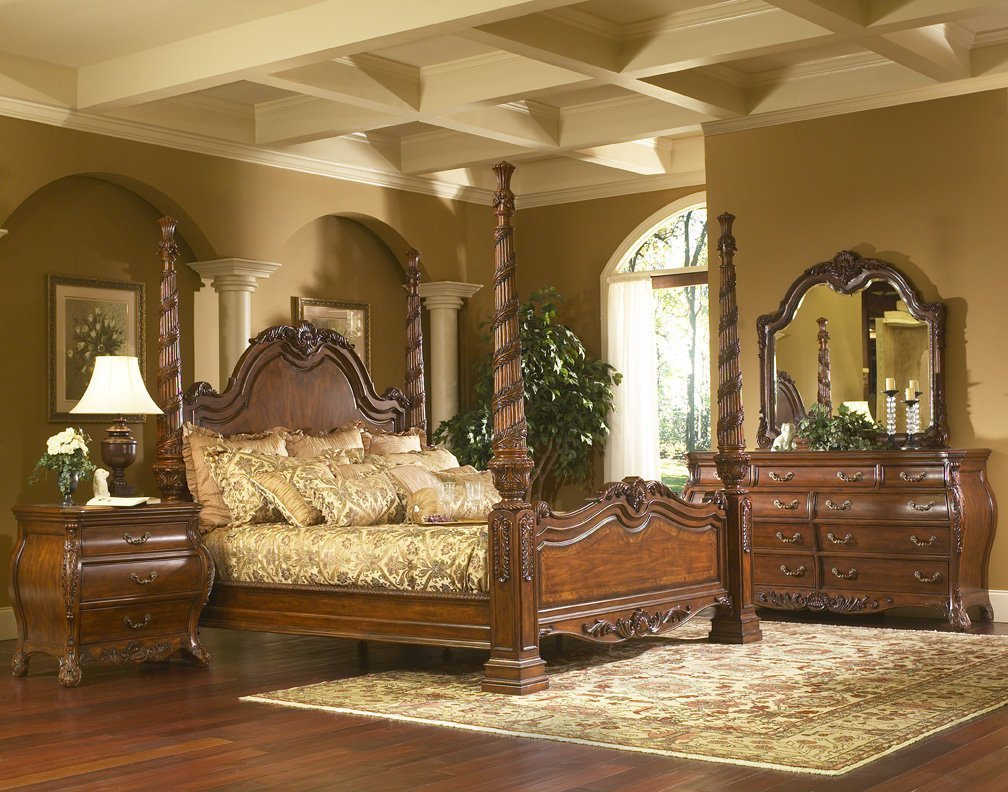 Best Solana Collection A Large Antique Style Four Poster Bedroom Collection In A Dark Finish With Pictures