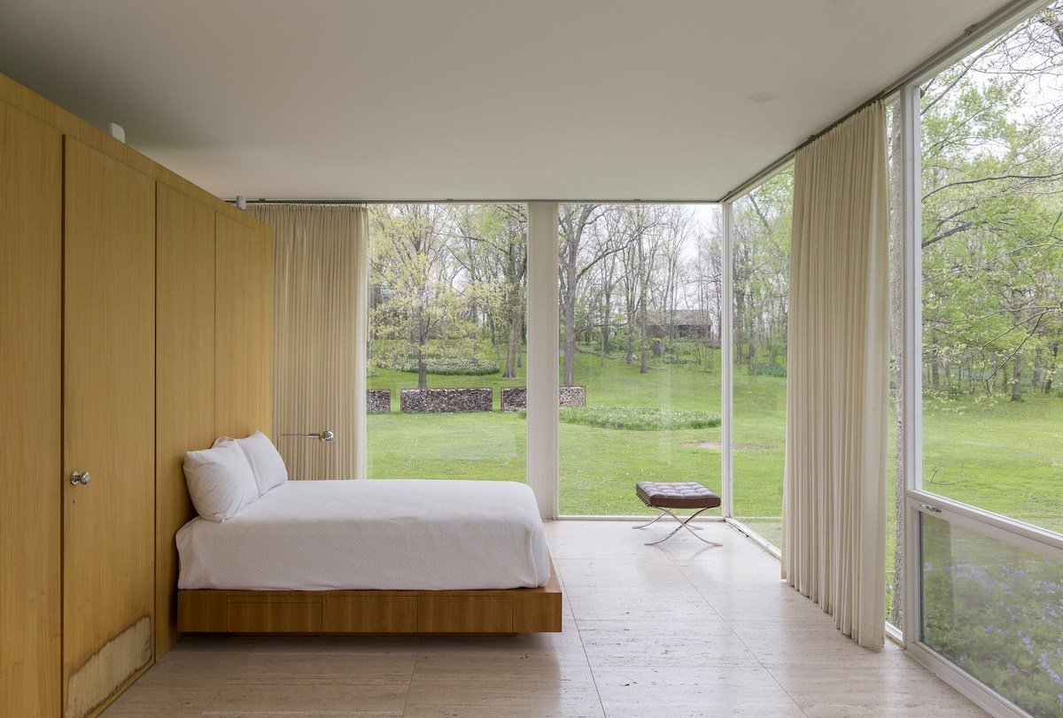 Best History The Surprisingly Emotional Modernism Of The Farnsworth House The Chicagoist With Pictures