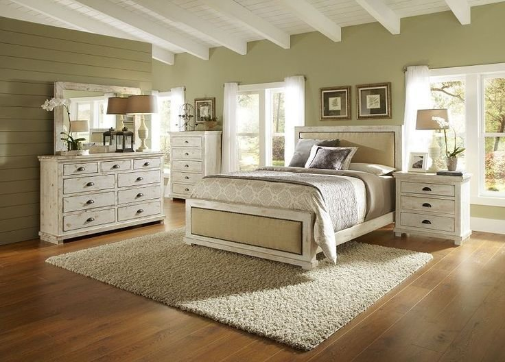 Best 17 Best Ideas About White Distressed Furniture On With Pictures