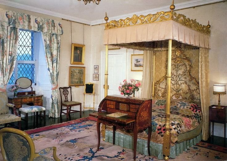 Best Buckingham Palace Bedrooms Queens Bedroom At Buckingham Palace Victorian Interior With Pictures