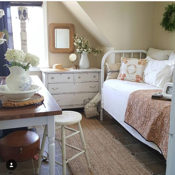 Best Pretty Cottage Bedroom Office Guest Room Office Set Up At The Toad Toad Hall Cottage With Pictures