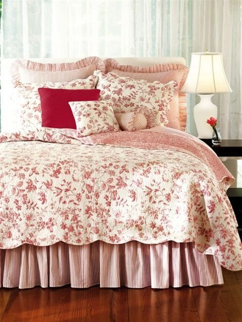 Best Williamsburg Brighton Red Toile Quilt Bedrooms Bedding With Pictures