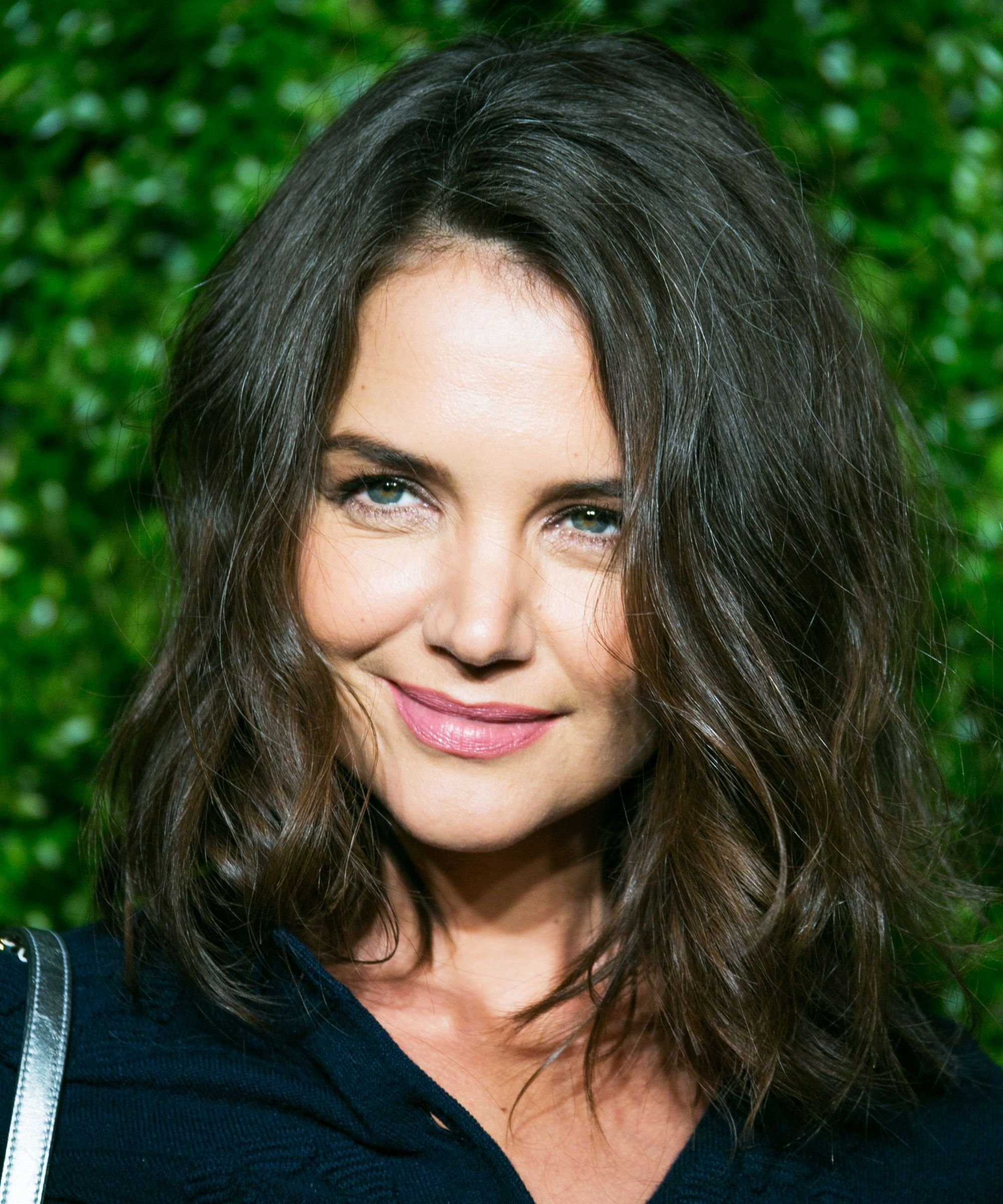 Free Katie Holmes Just Got The It Cut Of The Season Katie Holmes Haircuts And Hair Makeup Wallpaper
