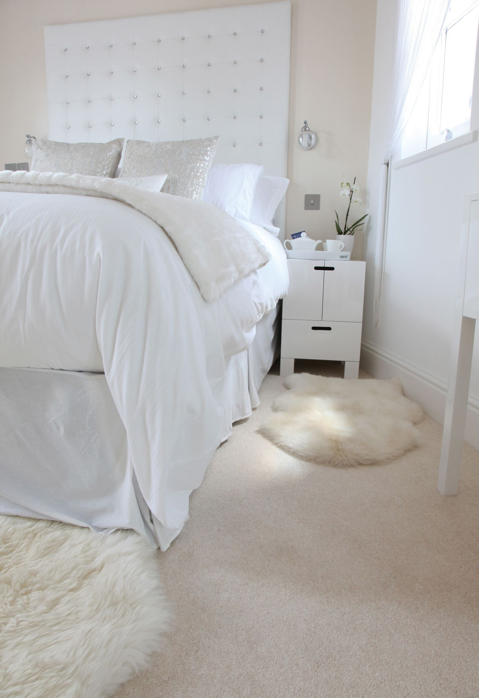 Best Airy Bright Bedroom With Beautiful Cream Carpet By Hardy With Pictures