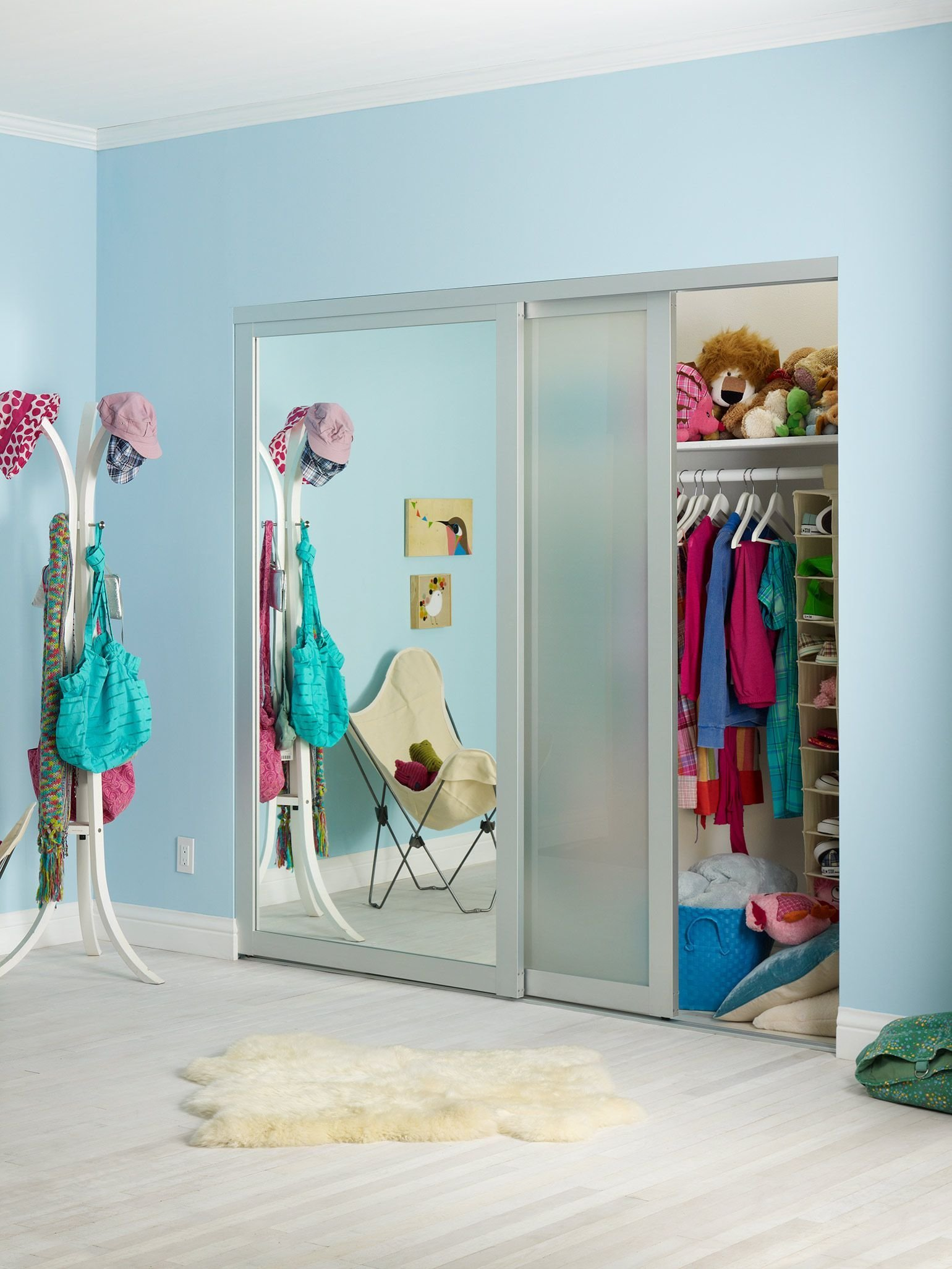Best Closet One Half Mirrored Door The Other Is Frosted With Pictures
