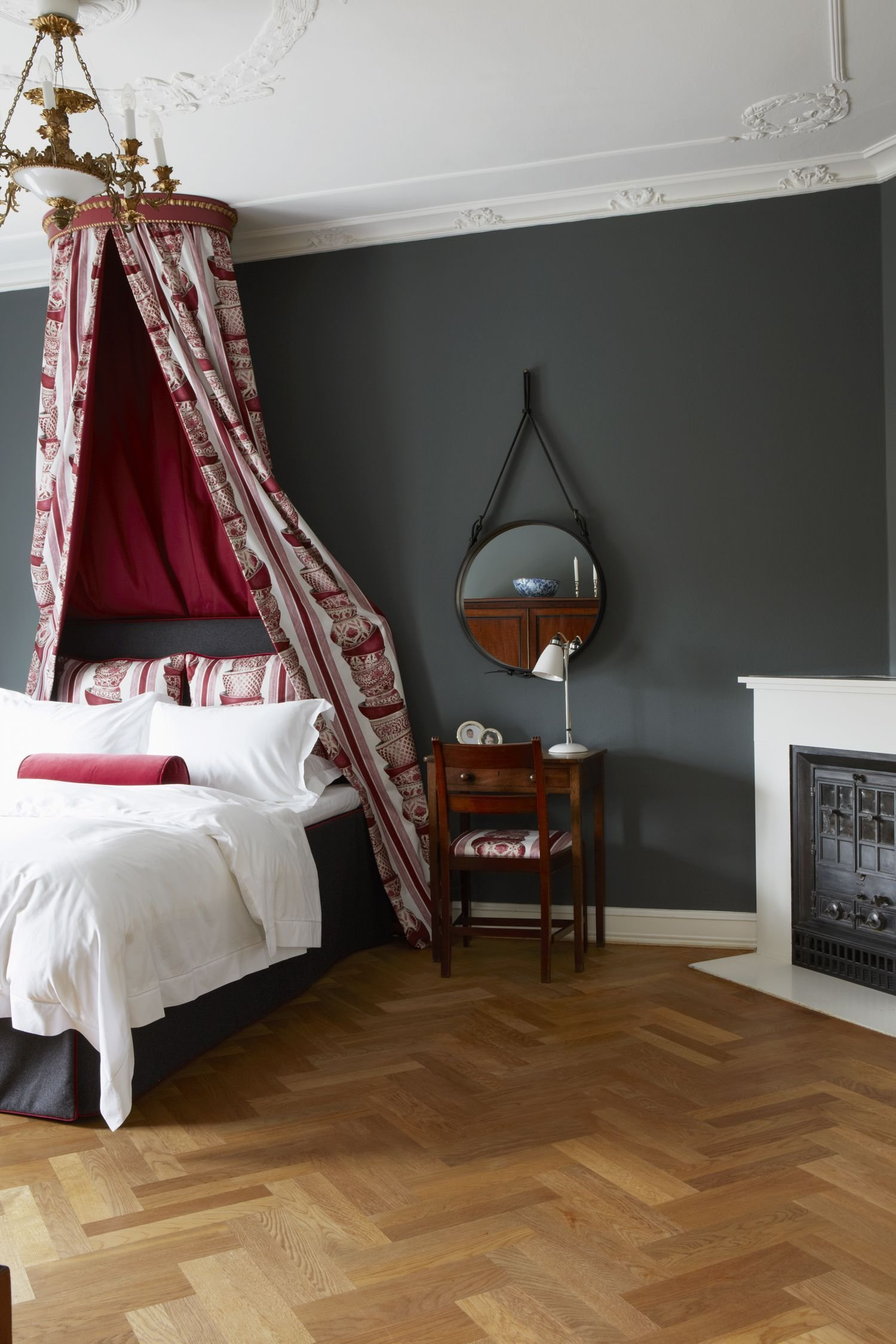 Best Bedroom With Parquet Flooring And Wall Painted In Down With Pictures