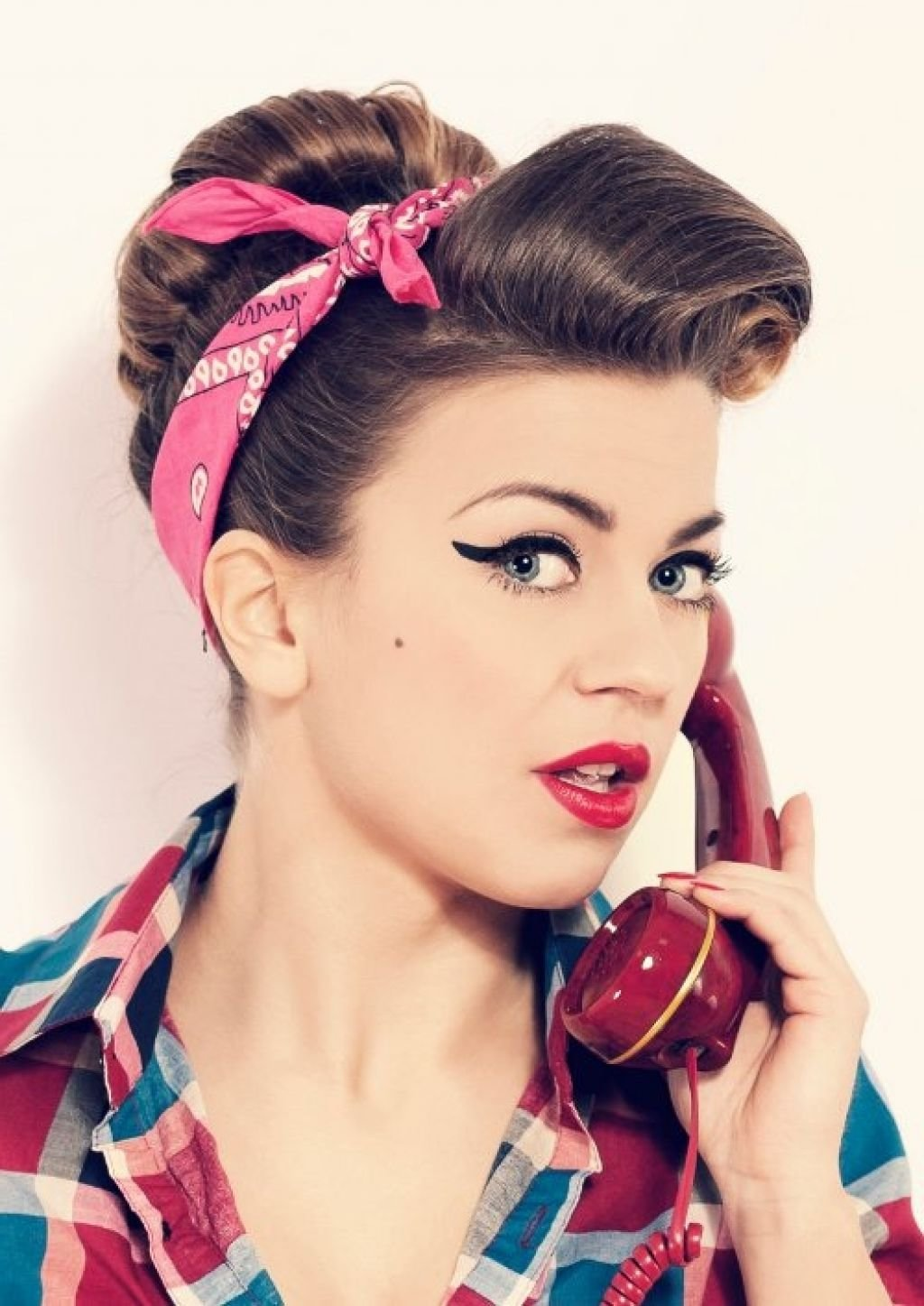 Free 50S Hairstyles Ideas To Look Classically Beautiful 50S Wallpaper