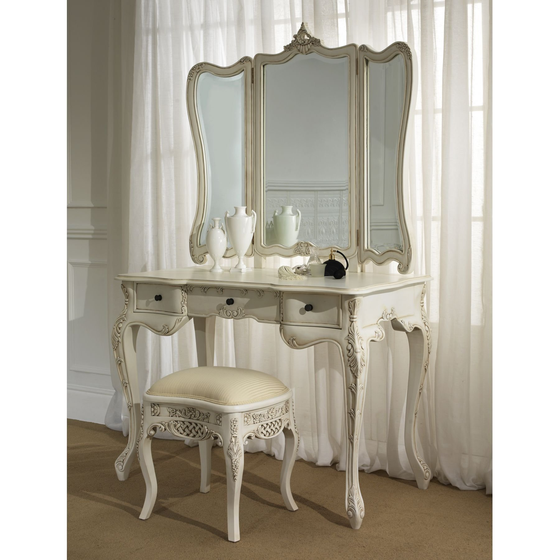 Best Brilliant French Antique Bedroom Furniture 1800 X 1800 With Pictures