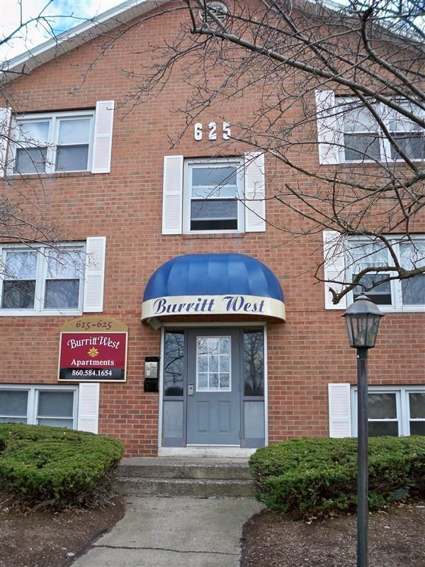 Best The Burritt West Apartments 615 Burritt St New Britain With Pictures