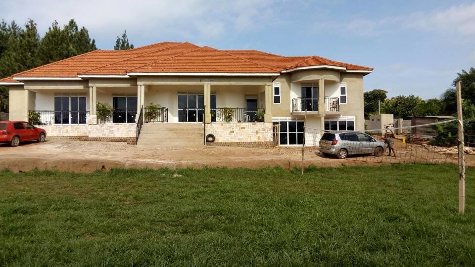 Best 8 Bedroom House For Sale On 1 55 Acres 2Km From Kitende At With Pictures