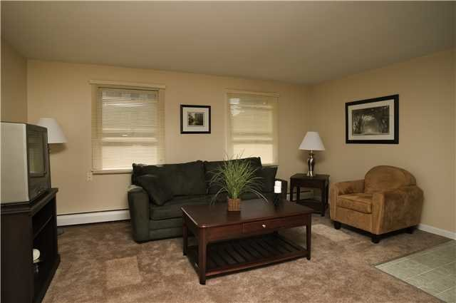 Best Colonial Townhouse Everyaptmapped Willimantic Ct With Pictures