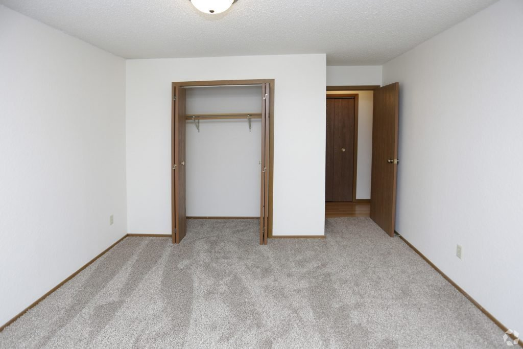 Best 2 Bedroom Apartment Grand Forks Nd 58201 Lease A Pet Friendly Townhome With Garage And Paid With Pictures