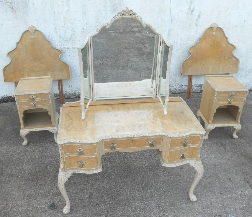 Best Antique Queen Anne Style Bleached Walnut Bedroom Set Sold With Pictures