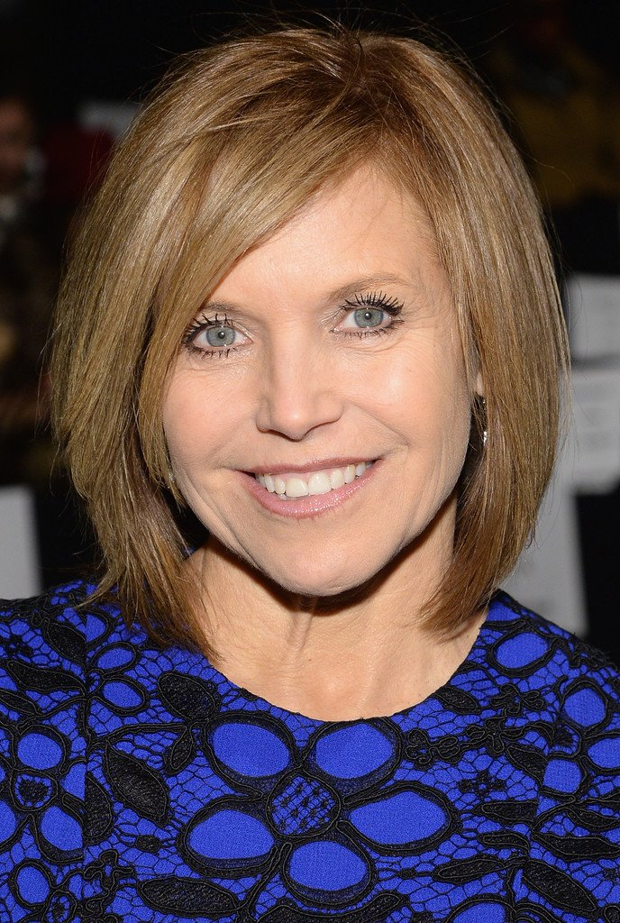 Free Katie Couric In Front Row At The Carmen Marc Valvo Show Wallpaper