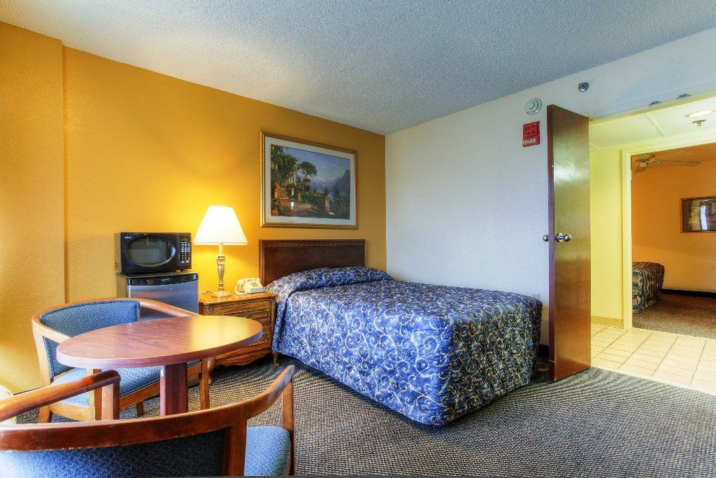 Best Two Bedroom Suites Mountain Vista Inn Suites Pigeon Forge Tn With Pictures