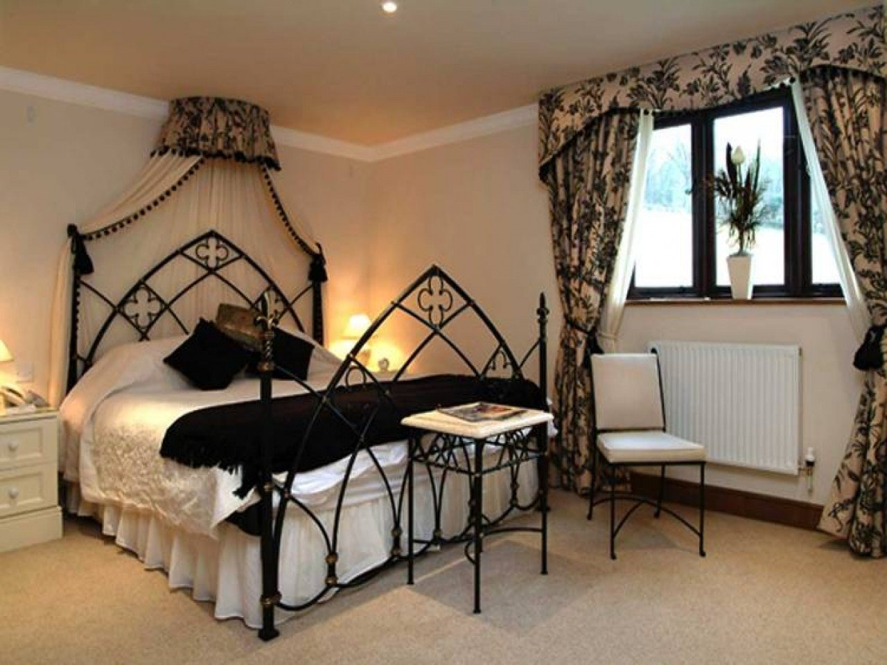 Best Gothic Style Bedroom Gothic Style Bedroom Ideas English With Pictures