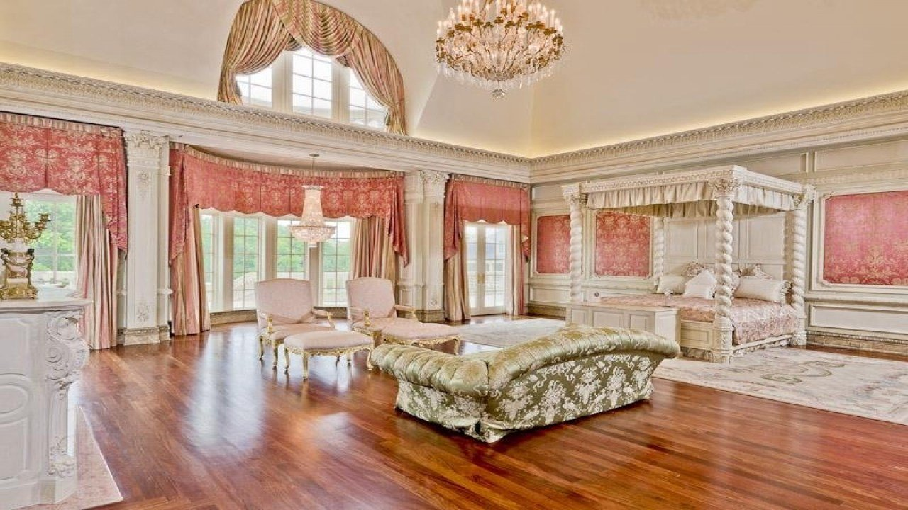 Best Sitting Rooms In Master Bedrooms Biggest Mansion In The With Pictures