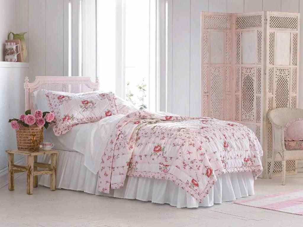 Best French Shabby Chic Bedroom With Floral Bedding Shabby With Pictures
