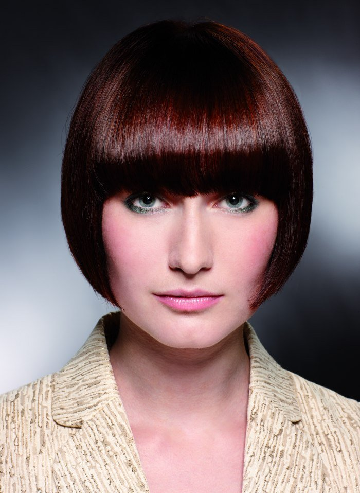 Free Short Pageboy Cut With Bangs That Cover The Eyebrows Wallpaper