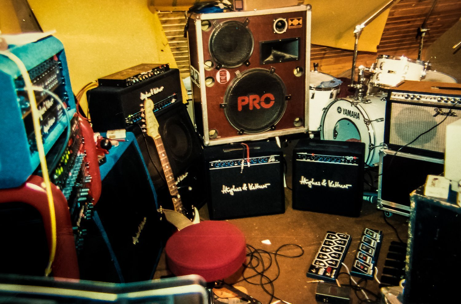 Best How A Great Practice Space Can Make You A Better Guitar With Pictures