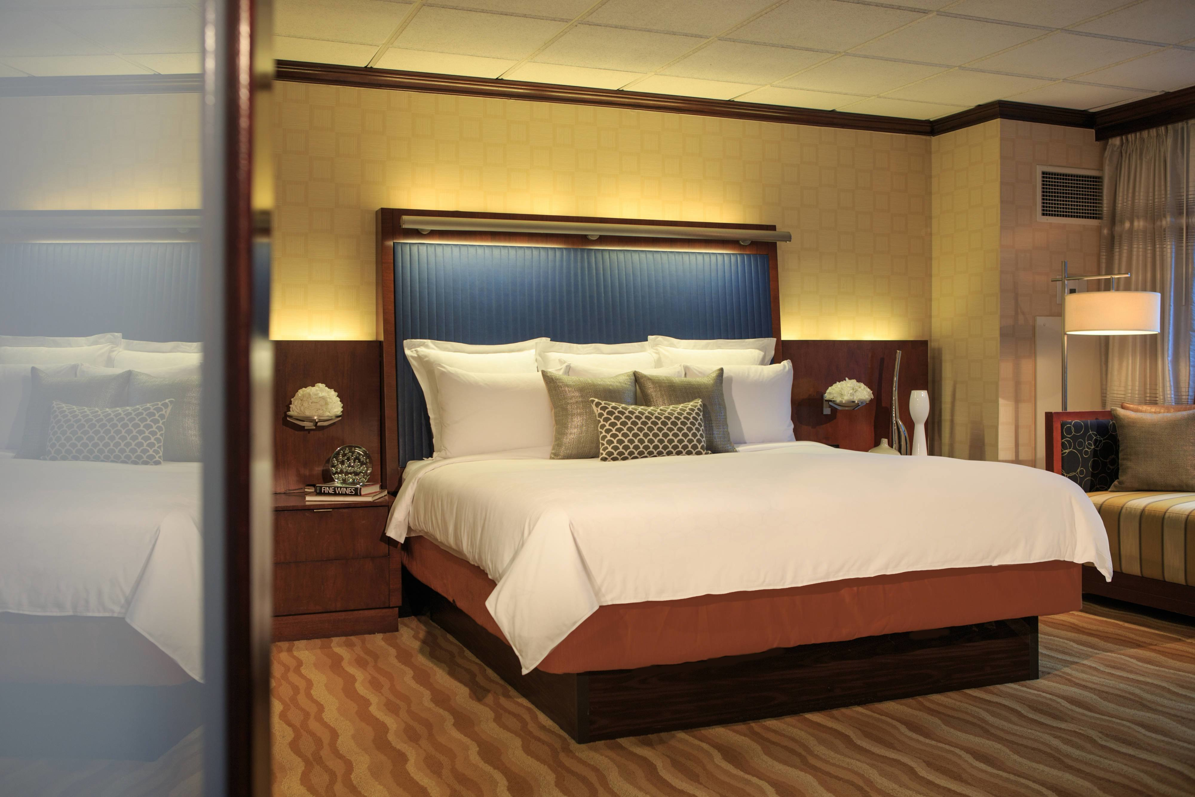 Best Times Square Suites New York City Renaissance New York With Pictures