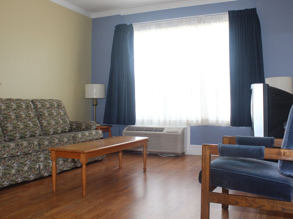Best One Bedroom Apartment The Claymore Inn Suites With Pictures