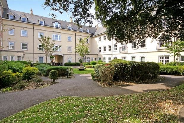 Best 2 Bedroom Apartment For Sale In Hascombe Court Somerleigh With Pictures