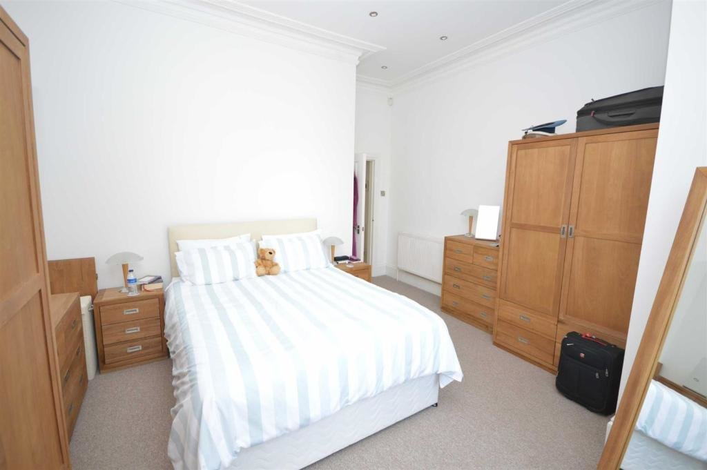 Best 2 Bedroom Flat To Rent In Marine Park Mansions Wellington With Pictures